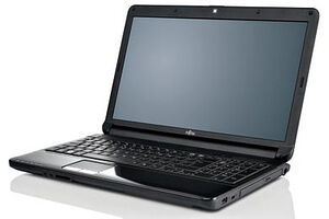 Fujitsu LifeBook AH530 (P6600 / 250 GB / 1366x768 / 2048 MB / Intel HD / Windows 7 Home Premium)