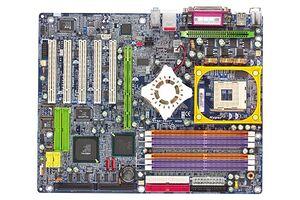 Gigabyte GA-8KNXP Ultra