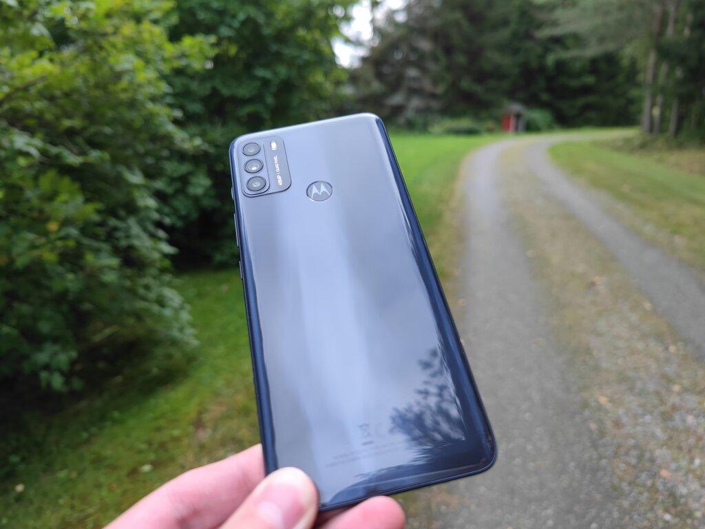 Testissä Motorola Moto G50: sulavan edullinen