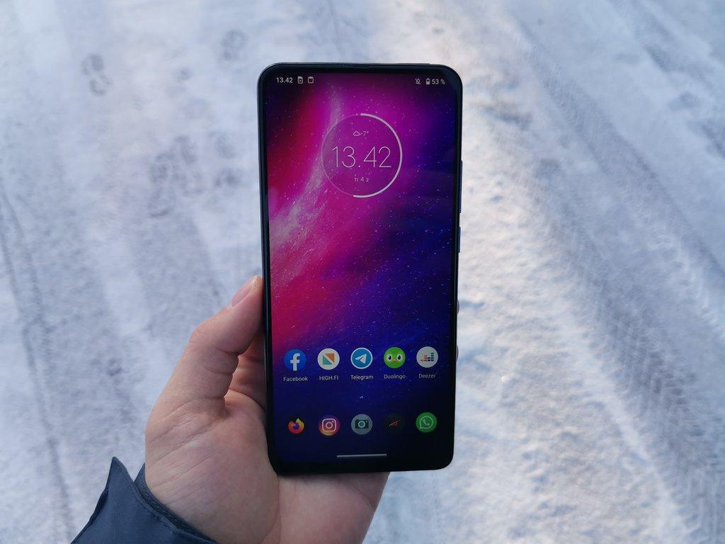 Arvostelussa Motorola One Hyper: Hyvä vaihtoehto keskitason isoksi puhelimeksi