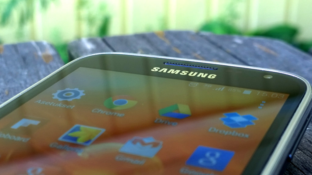 Samsung Galaxy K Zoom edestäpäin