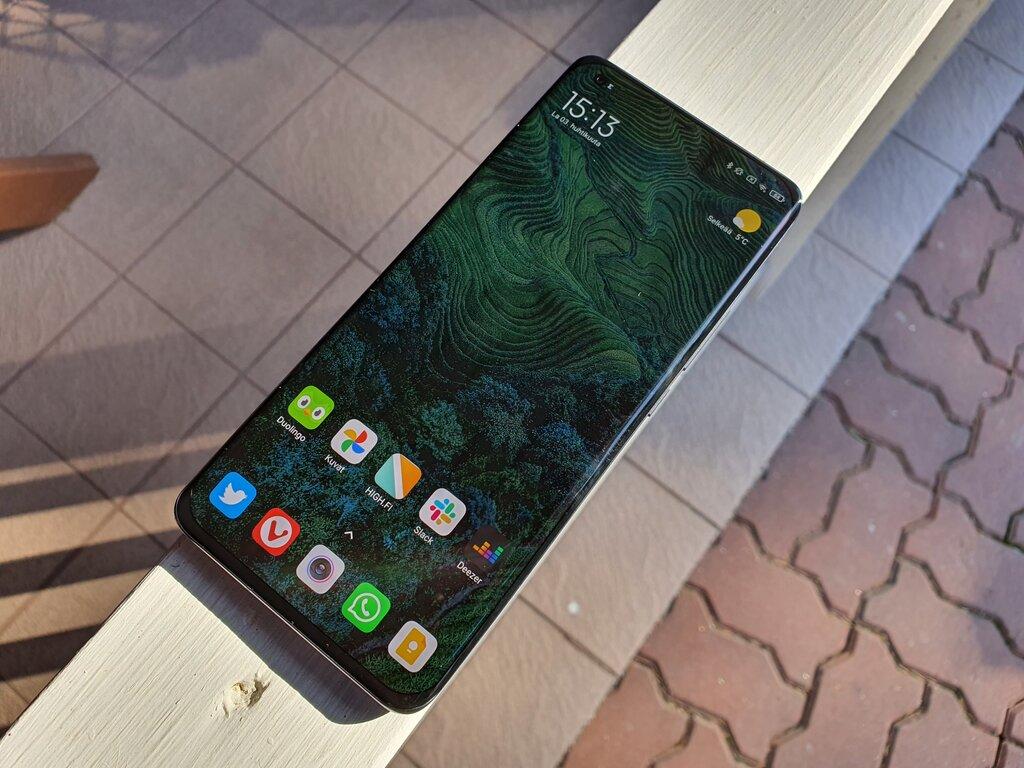 Xiaomi Mi 11 arvostelu: edullisempi huippupuhelin haastaa Samsungin ja OnePlussan