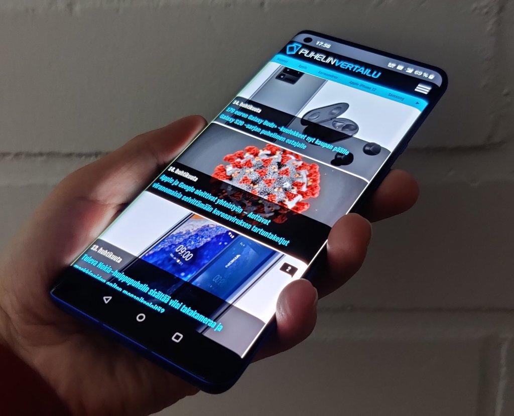 Arvostelussa OnePlus 8 Pro - lopullinen loikka huippupuhelinten sarjaan