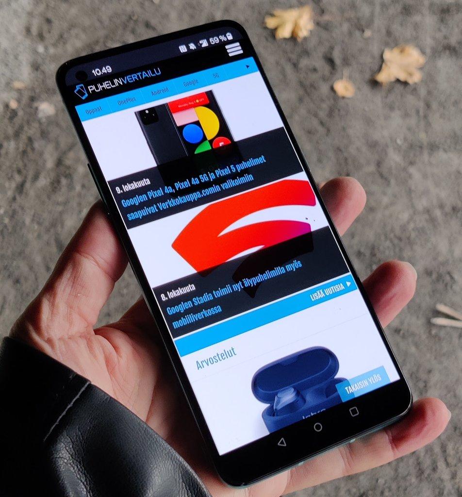 Arvostelu: OnePlus 8T - hyvä kännykkä upealla laturilla