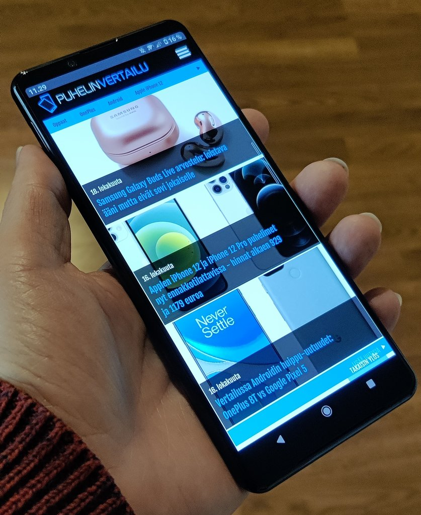 Arvostelussa Sony Xperia 5 II - pienikätisen unelmapuhelin