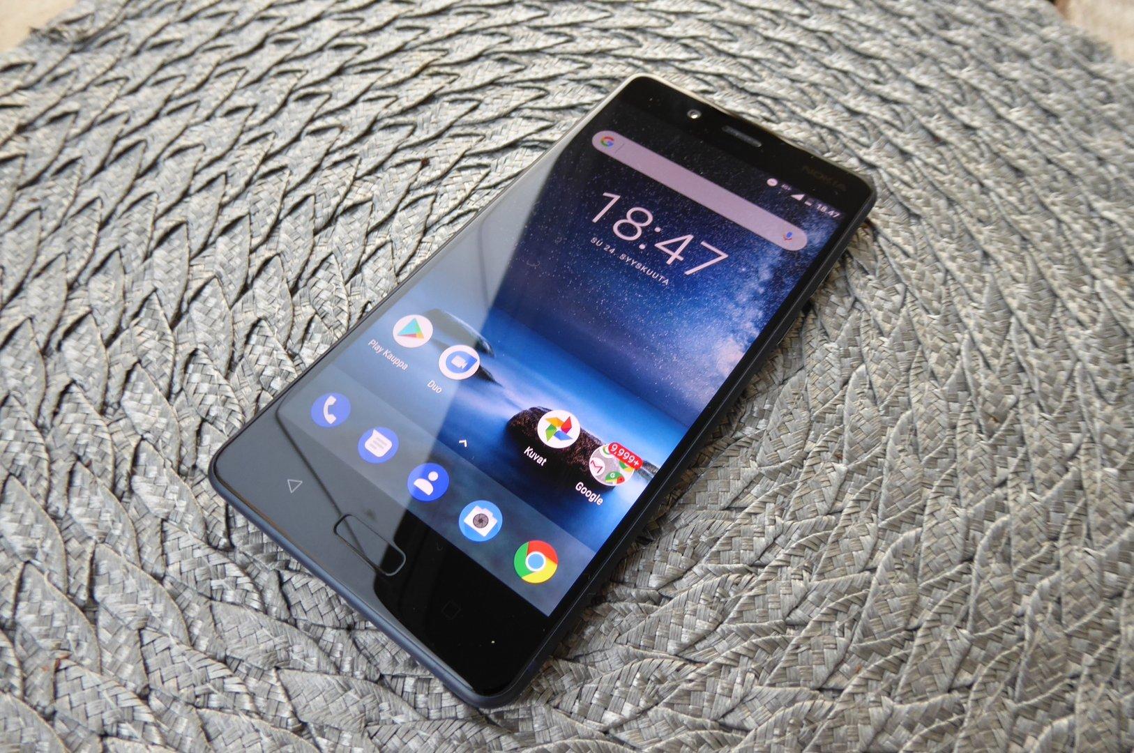 Nokia 8 - Edestä