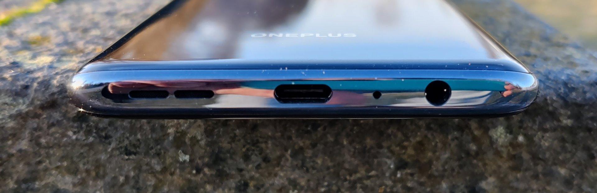 OnePlus Nord N10 5G alareuna, jossa mm 3,5mm kuulokeliitäntä