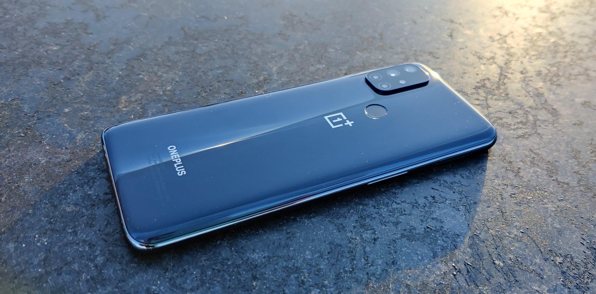 OnePlus Nord N10 5G takaa