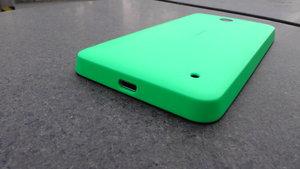 Testissä Lumia 630 - ulkoasu