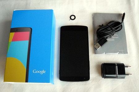 Nexus 5 pakkauksen sisältö