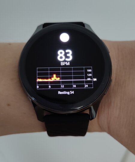OnePlus Watch showing heart rate data