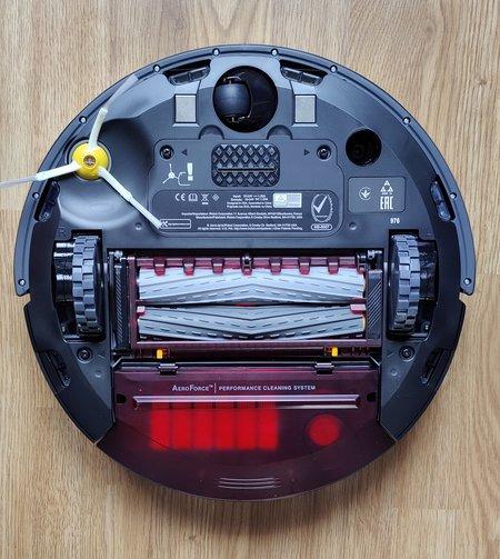 Roomba 975  pohjasta
