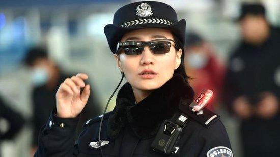 Kiinalaiset kasvojentunnistuksella varustetut aurinkolasit