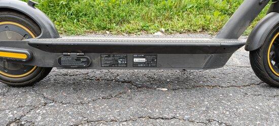 Segway MAX G30 -sähköpotkulaudan sivuprofiili