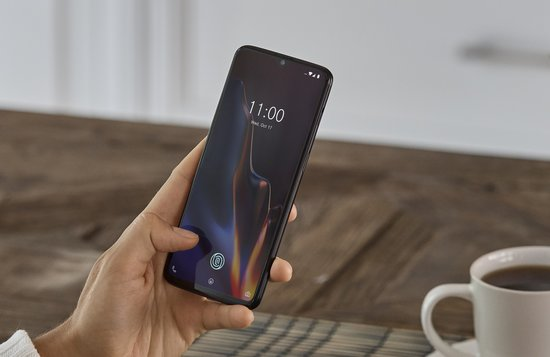OnePlus 6T sormenjälkilukija näytössä