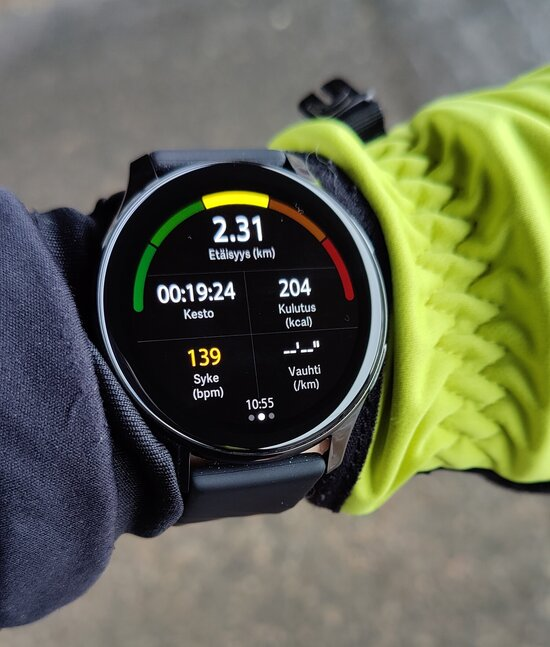 OnePlus Watch showing data when running