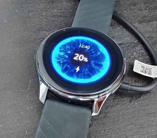OnePlus Watch charging