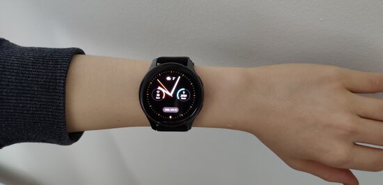 OnePlus Watch on teenager's hand