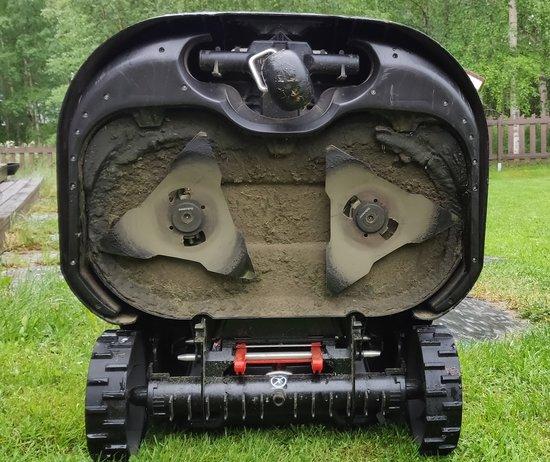 Robomow RS615u - Robottiruohonleikkuri pohjasta