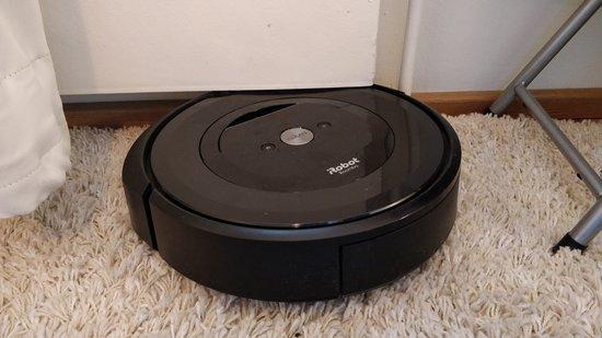Roomba e5 jumissa lämpöpatterissa