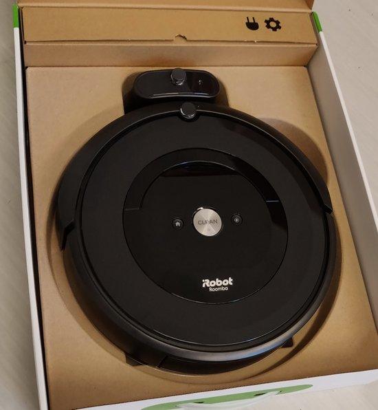 Roomba e5 myyntipakkaus avattuna