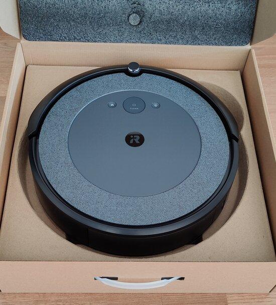 Roomba i3 laatikossa