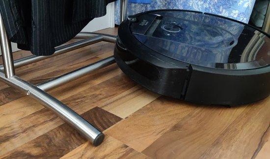 Roomba i7+ vs Ikean vaateteline