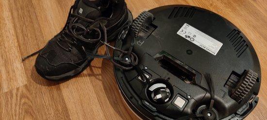 Robotti-imuri ja kengännauhat