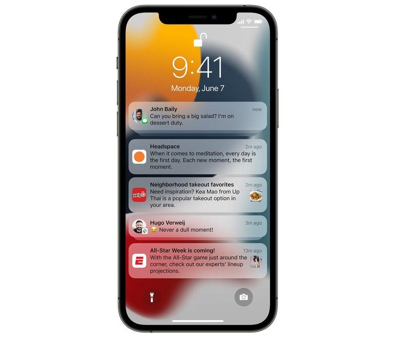 iOS 15:n uudistetut ilmoitukset iPhonen näytöllä