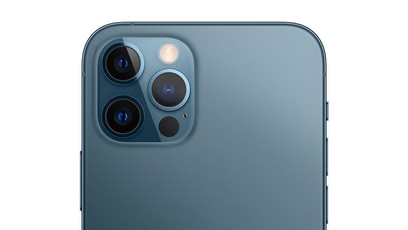 kolmoiskamera iPhone 12 Pron takana