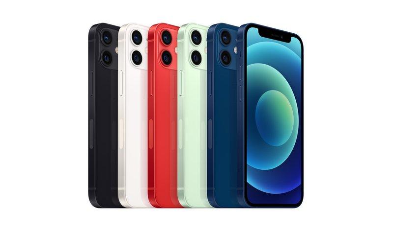 iPhone 12 mini puhelin edestäpäin kuvattuna eri väreissä