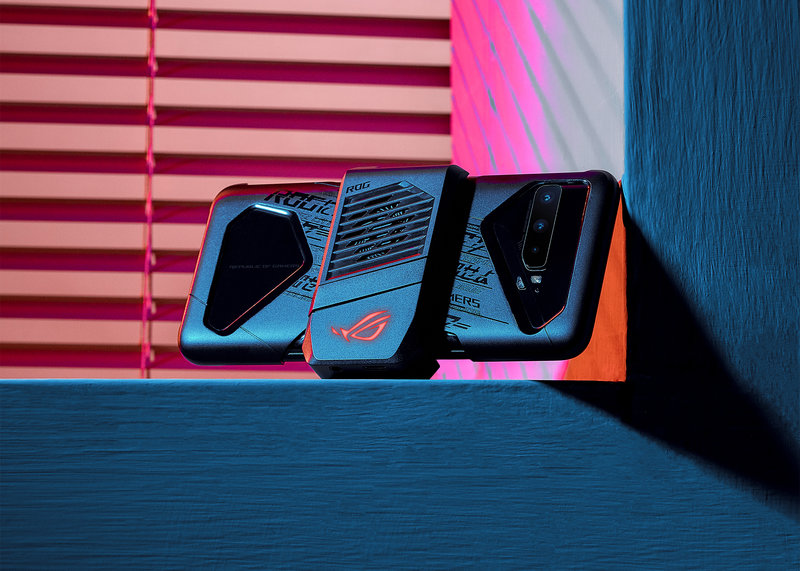 Lisätarvike AeroActice 3 Cooler Asuksen puhelimessa