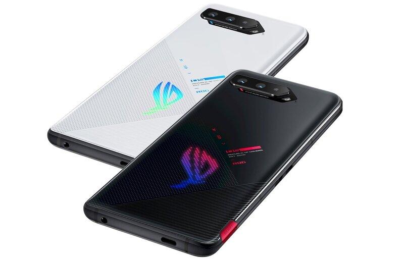 ROG Phone 5s valkoisessa ja mustassa värissä