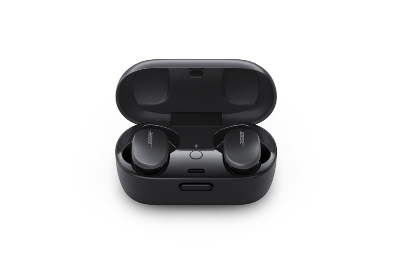 Bose QC Earbuds kuulokkeet ja niiden latauskotelo