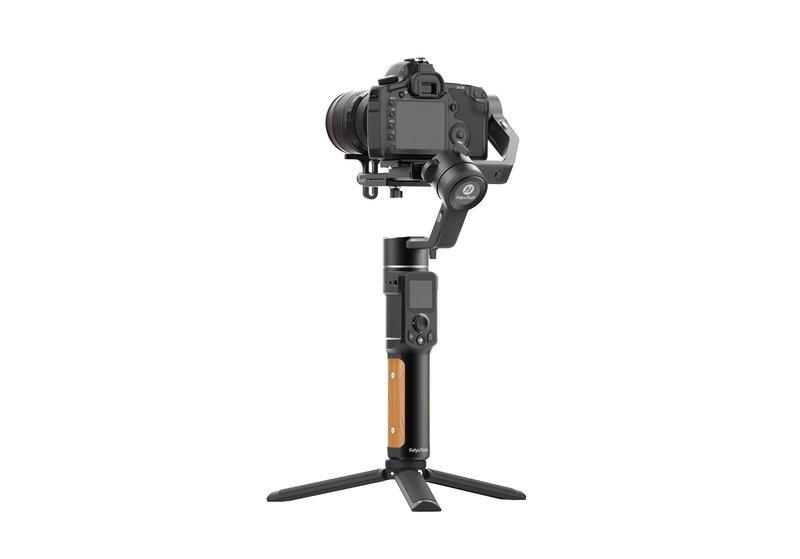 FeiyuTech AK2000C kameravaaja kameran kanssa