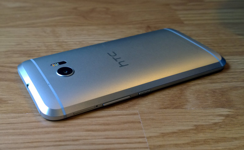 HTC 10 - ulkonäkö