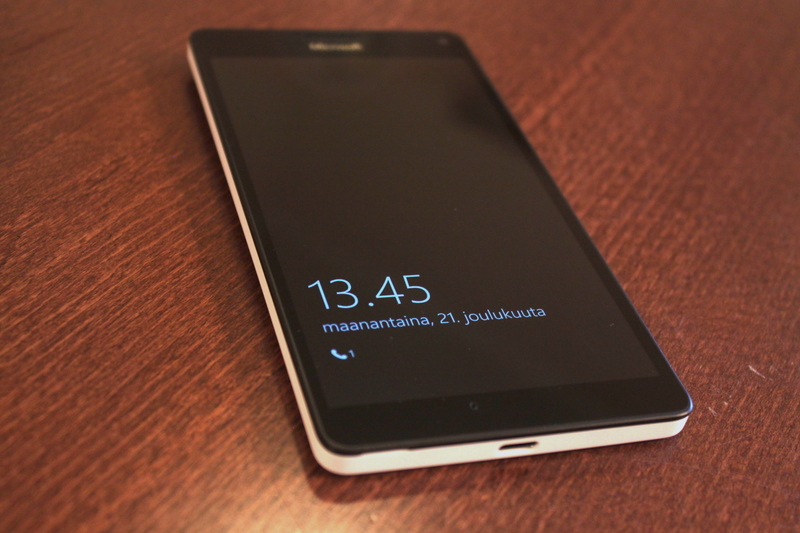 Microsoft Lumia 950 XL - glance screen