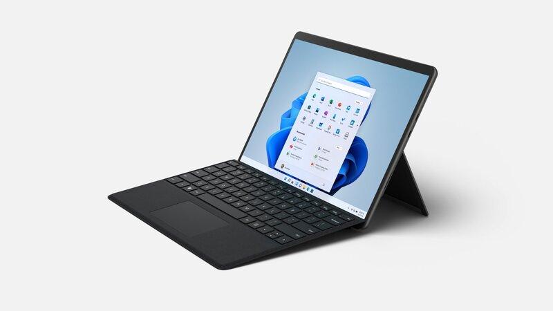 Surface Pro 8 kannettava yhdessä näppäimistön kanssa