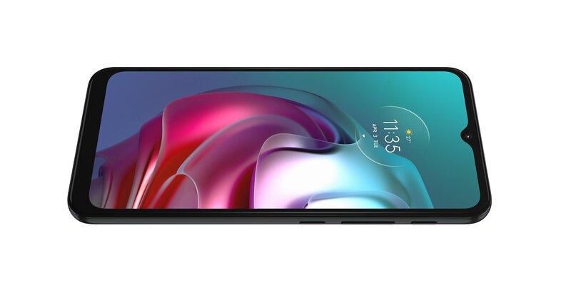 Moto G30 puhelimessa on 90 hertsin HD+ näyttö
