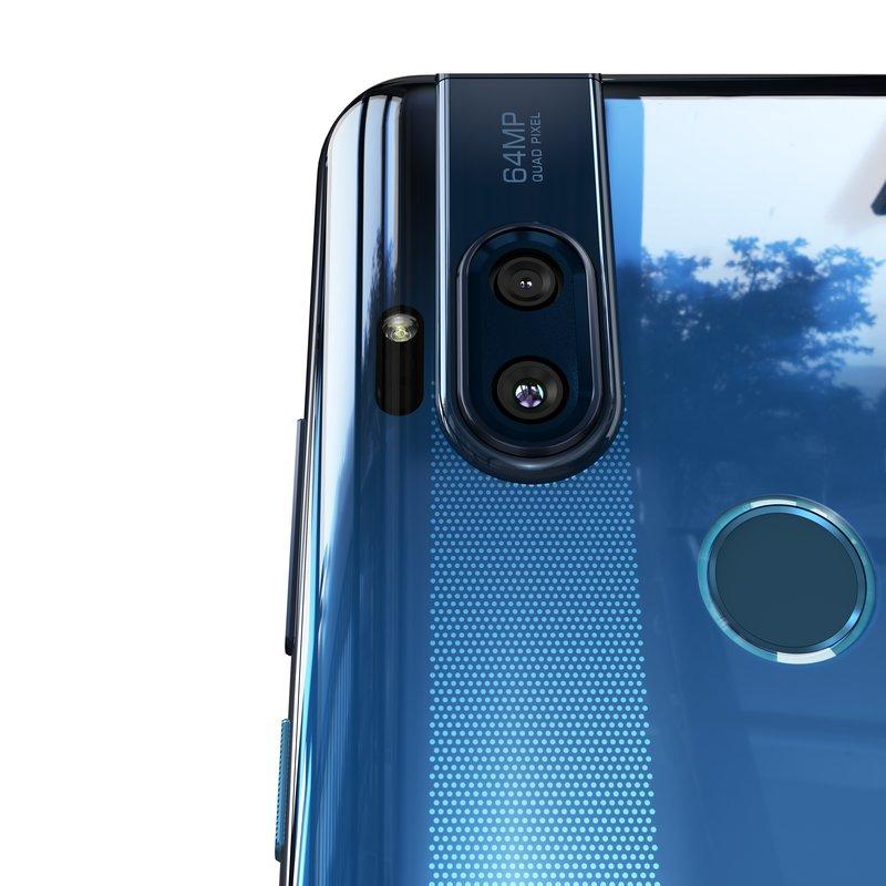 Motorola One Hyperin takana on kaksi kameraa