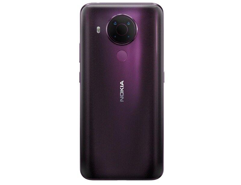 Nokia 5.4 kuvattuna takaa Polar Night värissä