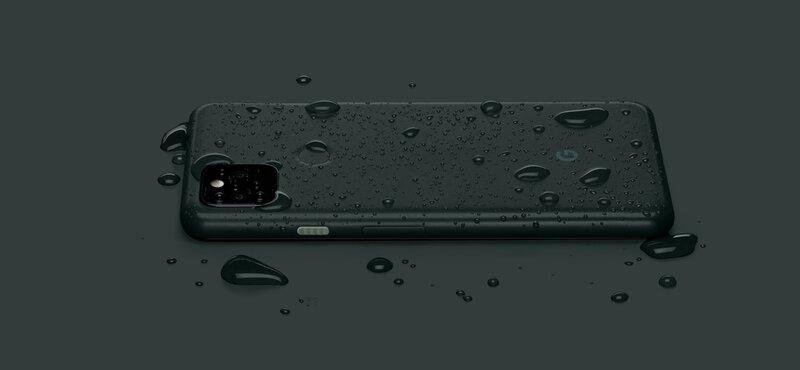 pixel 5a puhelimen takakannen päällä on vesipisaroita