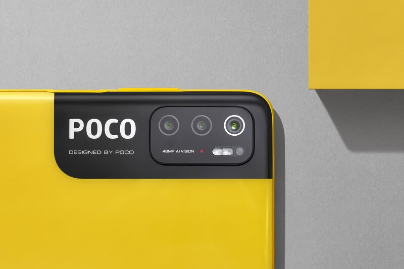 M3 Pro 5G:n kameroiden alla on iso POCO-logo