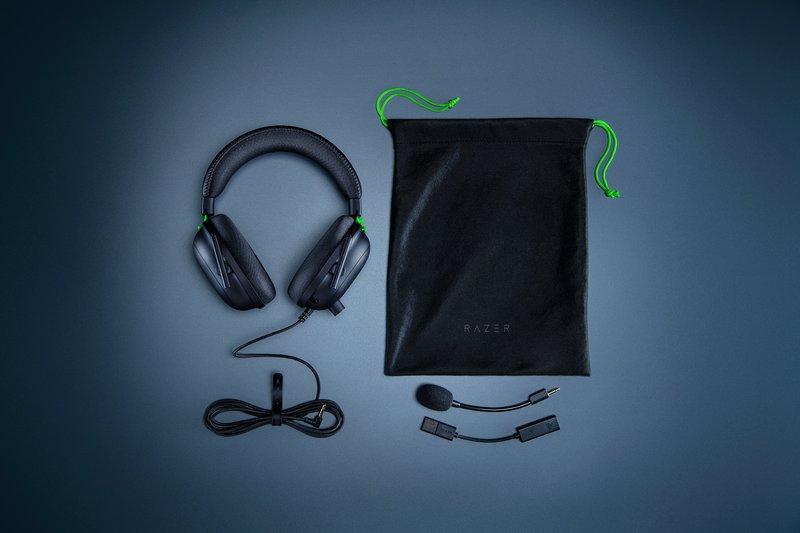 Razer BlackShark V2 kuulokkeiden pakkauksen sisältö