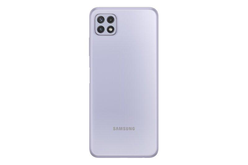 Galaxy A22 5G puhelimen takaosa violetissa värissä