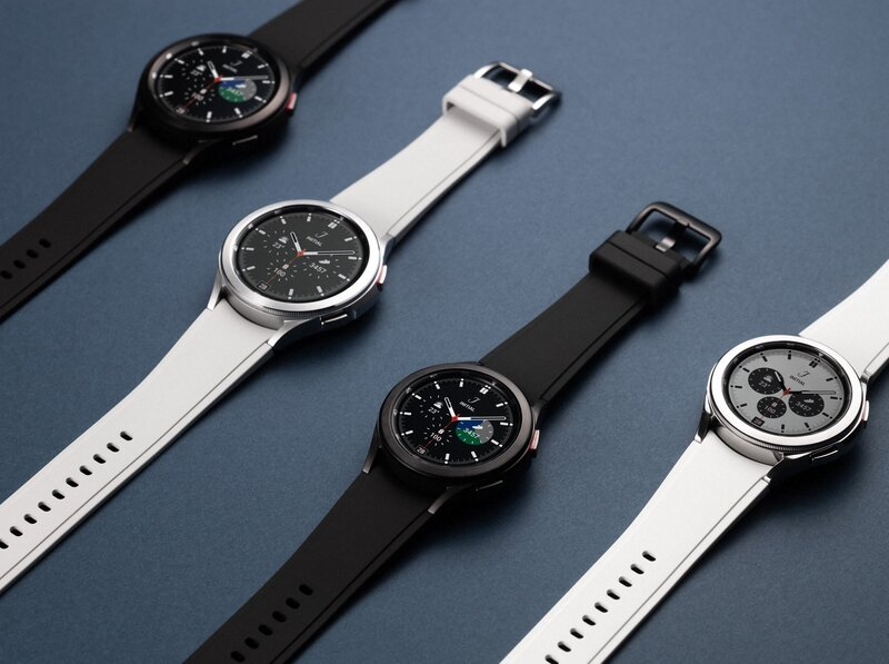 neljä erilaista watch4 älykelloa vierekkäin