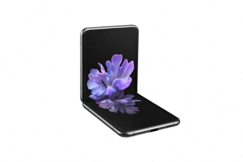 Galaxy Z Flip 5G taittoasennossa