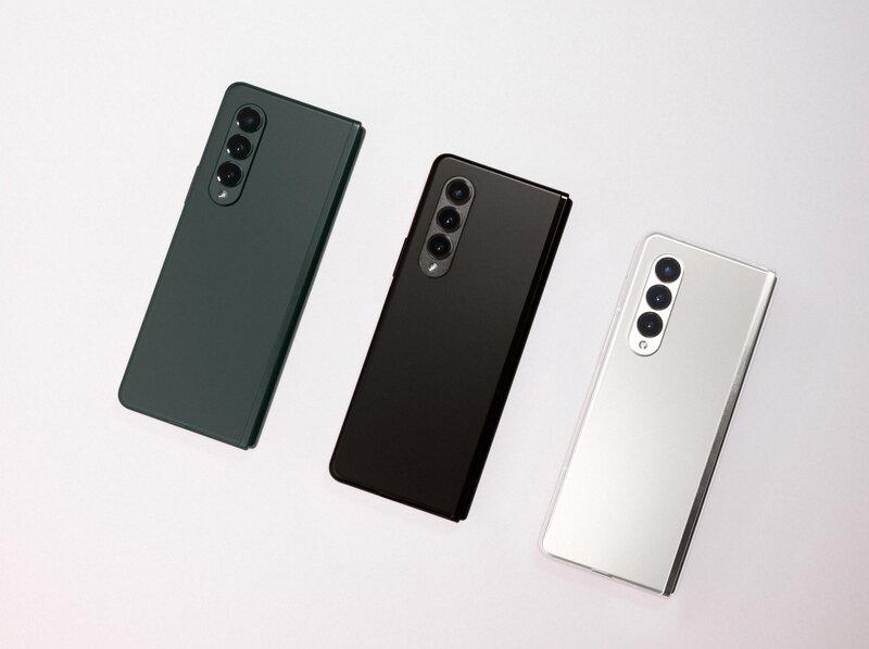 Galaxy Z Fold 3 sarja kolmessa eri värissä