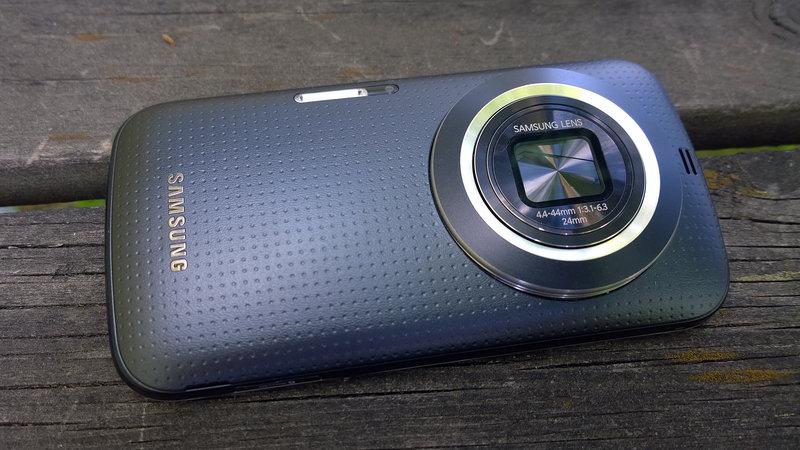 Samsung Galaxy K Zoom takapuolelta
