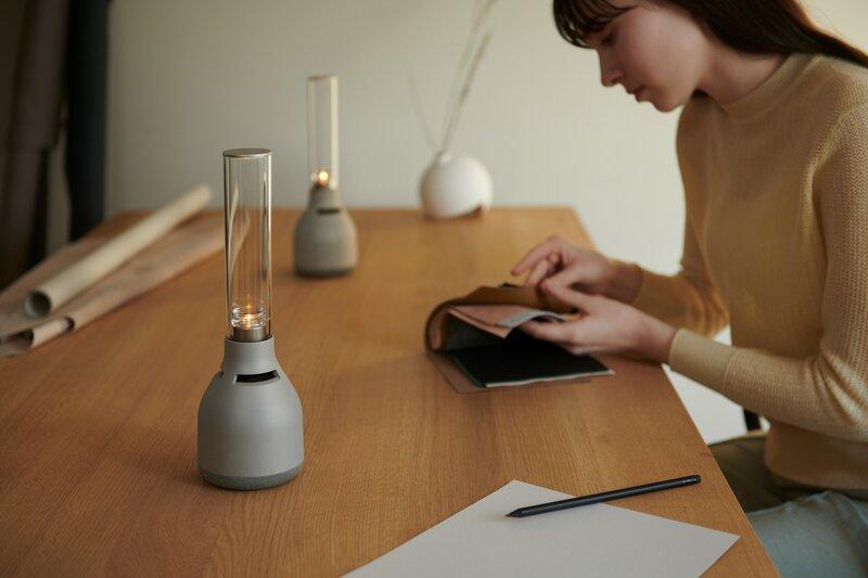 kaksi LSPX-S3 Glass kaiutinta pöydällä yhdistettynä stereopariksi
